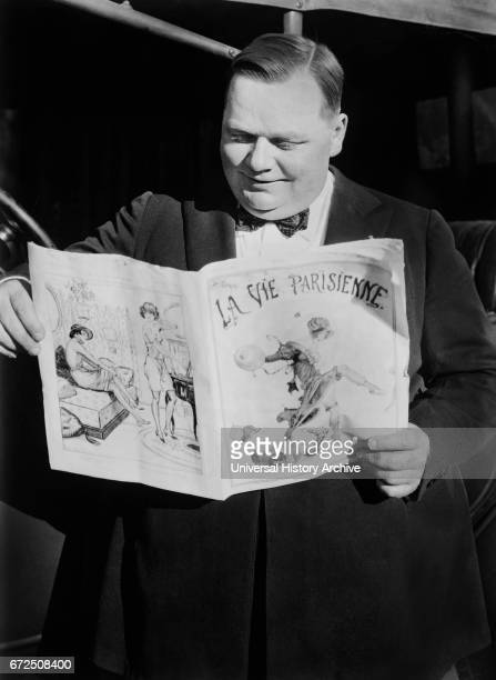 American Actor Roscoe 'Fatty' Arbuckle Portrait Reading French Newspaper La Vie Parisienne Bain New Service 1921