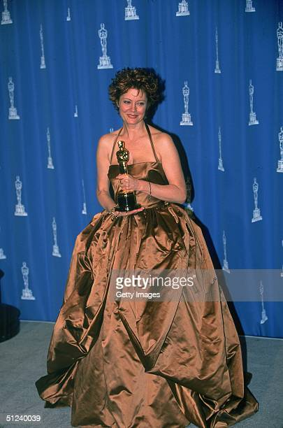 1996 American actor Susan Sarandon poses holding her Best Actress trophy for her role in the film 'Dead Man Walking' at the Academy Awards held in...