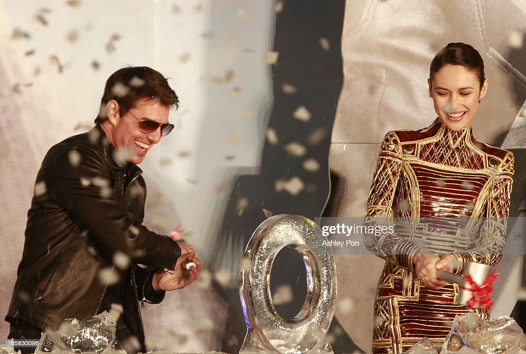 American actor <a gi-track='captionPersonalityLinkClicked' href=/galleries/search?phrase=Tom+Cruise&family=editorial&specificpeople=156405 ng-click='$event.stopPropagation()'>Tom Cruise</a> and Ukrainian-born actress and model <a gi-track='captionPersonalityLinkClicked' href=/galleries/search?phrase=Olga+Kurylenko&family=editorial&specificpeople=630281 ng-click='$event.stopPropagation()'>Olga Kurylenko</a> break an ice sculpture to wish for over 100 million box office in Taiwan at the Taiwan premiere of 'Oblivion' on April 6, 2013 in Taipei, Taiwan.