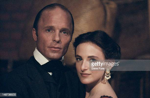 American actors Ed Harris and Marlee Matlin during filming of 'Walker' directed by Alex Cox May 1987