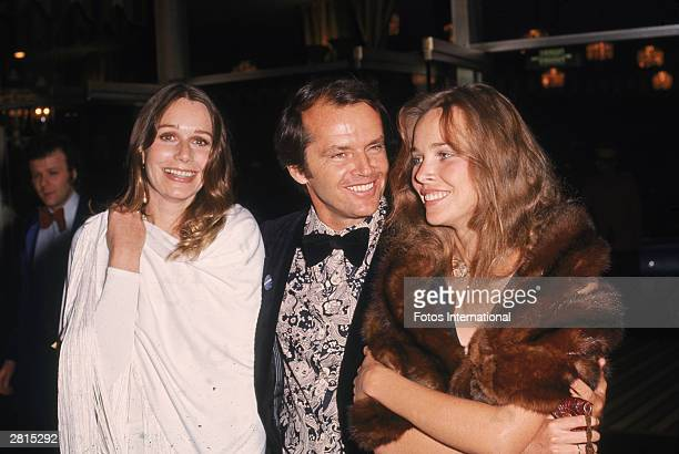 American actors Jack Nicholson Sally Kellerman and Michelle Phillips attend the Academy Awards ceremony at the Dorothy Chandler Pavilion of the LA...
