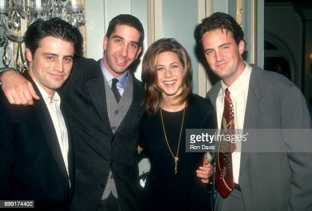 American actors Matt LeBlanc David Schwimmer Jennifer Aniston and Matthew Perry of the television comedy Friend's pose for a portraitduring an NBC...