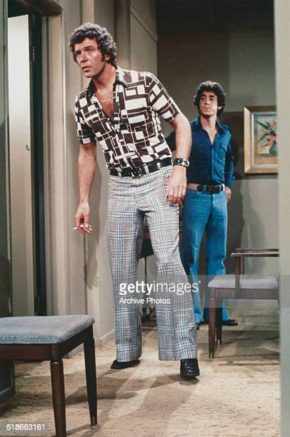 American actors Robert Reed as Mike Brady and Barry Williams as Greg Brady in the US TV sitcom 'The Brady Bunch' circa 1974