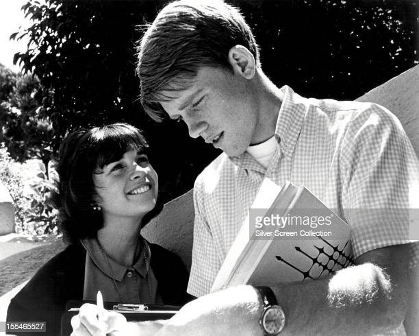 American actors Ron Howard as Steve Boland and Cindy Williams as Laurie Henderson in 'American Graffiti' directed by George Lucas 1973