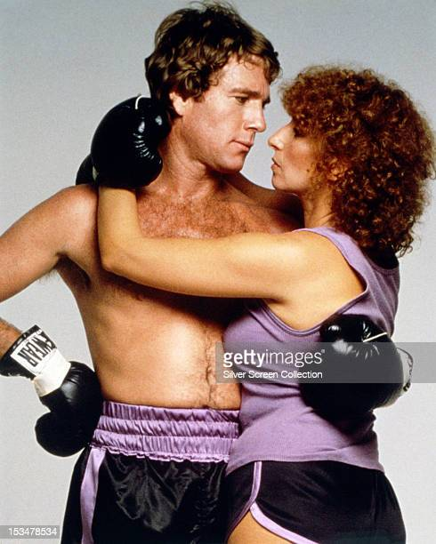 American actors Ryan O'Neal as Eddie 'Kid Natural' Scanlon and Barbra Streisand as Hillary Kramer in 'The Main Event' directed by Howard Zieff 1979