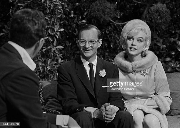 American actors Wally Cox and Marilyn Monroe smile at Dean Martin during the filming of 'Something's Got to Give' Los Angeles California June 1 1962...