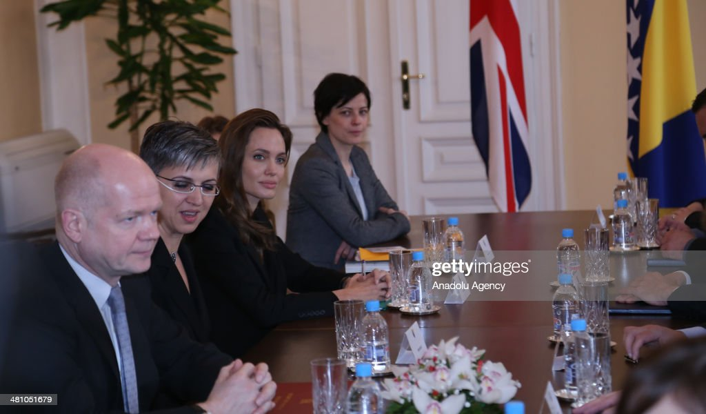 American actress Angelina Jolie (L3), British FM William Hague (L), Bakir Izetbegovic the Bosniak member, Zeljiko Komsic the Croatin member and Neboysa Radmanovic the Serbian member of the Presidency of Bosnia and Herzegovina meet in Sarajevo on March 28, 2014.