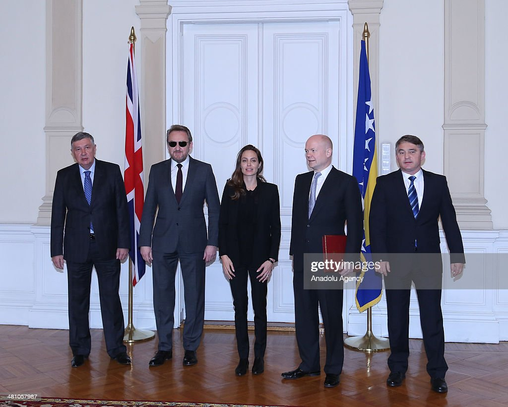 American actress Angelina Jolie (C), British FM William Hague (R2), Bakir Izetbegovic (L2) the Bosniak member, Zeljiko Komsic (R) the Croatin member and Neboysa Radmanovic (L) the Serbian member of the Presidency of Bosnia and Herzegovina meet in Sarajevo on March 28, 2014.