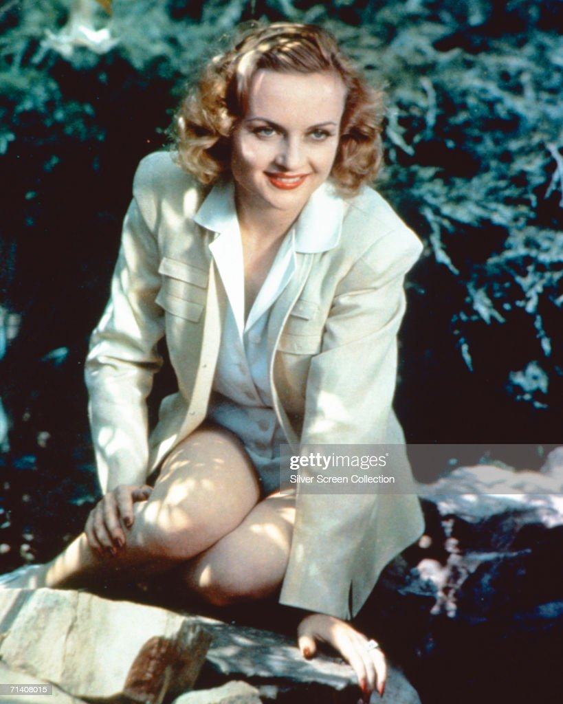 American actress <a gi-track='captionPersonalityLinkClicked' href=/galleries/search?phrase=Carole+Lombard&family=editorial&specificpeople=93207 ng-click='$event.stopPropagation()'>Carole Lombard</a> (1908 - 1942) dressed in shorts for a country excursion, circa 1935.