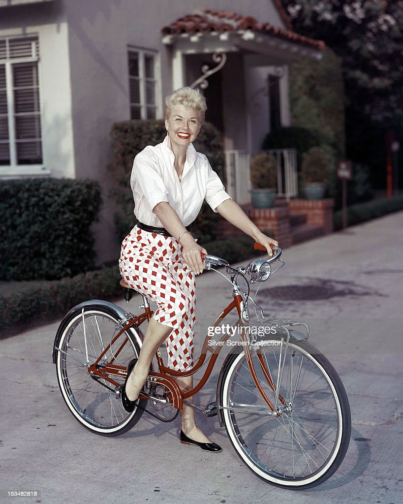 American actress <a gi-track='captionPersonalityLinkClicked' href=/galleries/search?phrase=Doris+Day&family=editorial&specificpeople=207120 ng-click='$event.stopPropagation()'>Doris Day</a> riding a Schwinn bicycle, circa 1955.