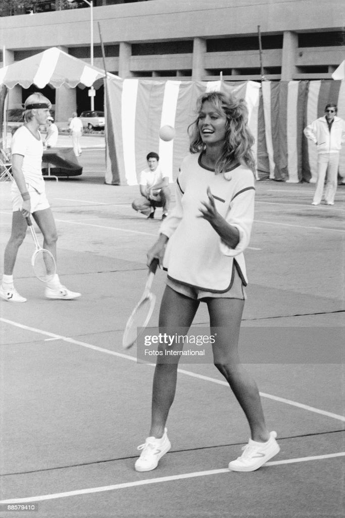 American actress Farrah Fawcett (then known as Farrah Fawcett-Majors) on the court at a Cedars-Sinai Medical Center charity tennis tournament, Hollywood, California, September 1976.