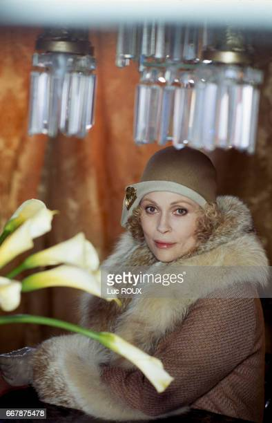 American actress Faye Dunaway on the set of the film Wait Until Spring, Bandini, directed by Dominique Deruddere.