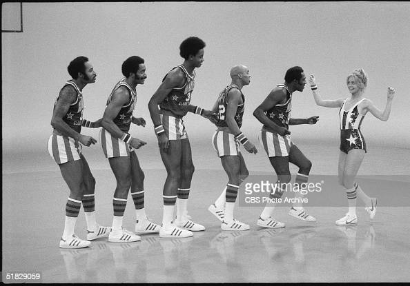 American actress Goldie Hawn performs with the Harlem Globetrotters including Robert Paige Curley Neal and Meadowlark Lemon during the CBS program...