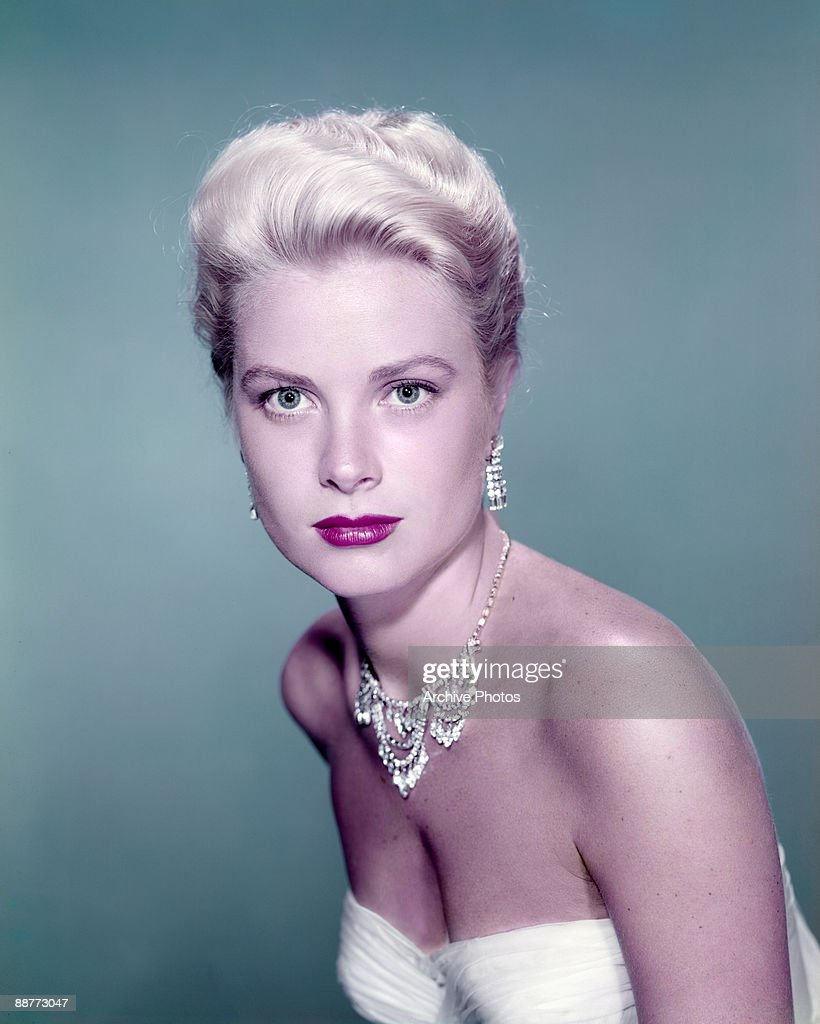 American actress <a gi-track='captionPersonalityLinkClicked' href=/galleries/search?phrase=Grace+Kelly+-+Actress&family=editorial&specificpeople=70044 ng-click='$event.stopPropagation()'>Grace Kelly</a> (1929 - 1982), circa 1955.