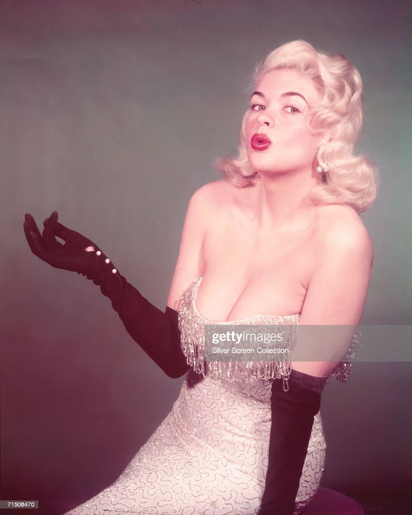 American actress <a gi-track='captionPersonalityLinkClicked' href=/galleries/search?phrase=Jayne+Mansfield&family=editorial&specificpeople=91204 ng-click='$event.stopPropagation()'>Jayne Mansfield</a> (1933 - 1967), circa 1960.