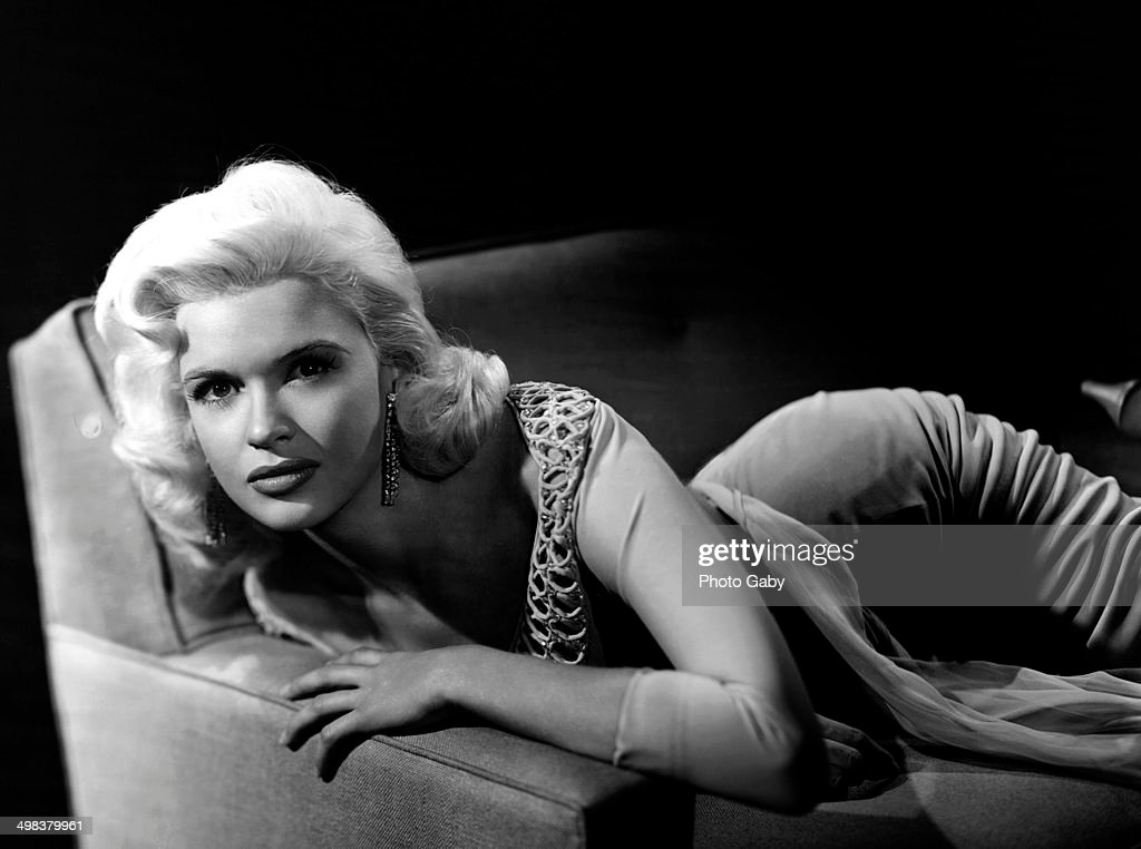 American actress <a gi-track='captionPersonalityLinkClicked' href=/galleries/search?phrase=Jayne+Mansfield&family=editorial&specificpeople=91204 ng-click='$event.stopPropagation()'>Jayne Mansfield</a> (1933 - 1967), Los Angeles, 1957.