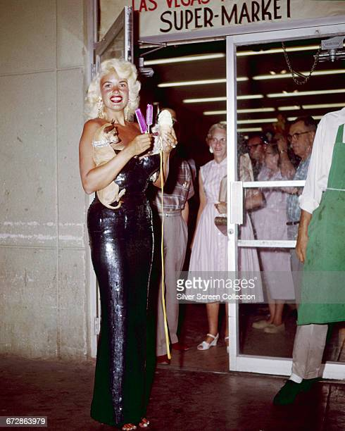 American actress Jayne Mansfield out grocery shopping with her dogs at a supermarket in Las Vegas USA 1959