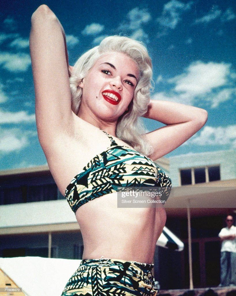 American actress <a gi-track='captionPersonalityLinkClicked' href=/galleries/search?phrase=Jayne+Mansfield&family=editorial&specificpeople=91204 ng-click='$event.stopPropagation()'>Jayne Mansfield</a> (1933 - 1967) wearing a patterned bikini, circa 1955.