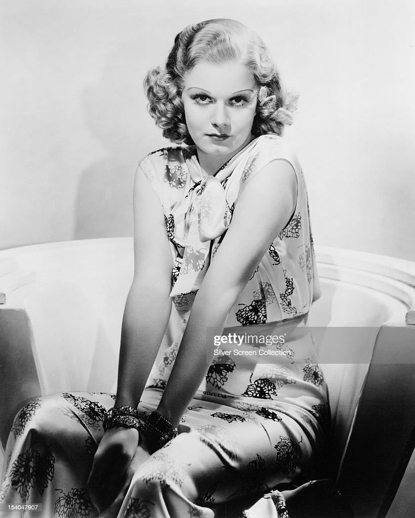 American actress <a gi-track='captionPersonalityLinkClicked' href=/galleries/search?phrase=Jean+Harlow&family=editorial&specificpeople=70012 ng-click='$event.stopPropagation()'>Jean Harlow</a> (1911 - 1937) on a film set, circa 1935.