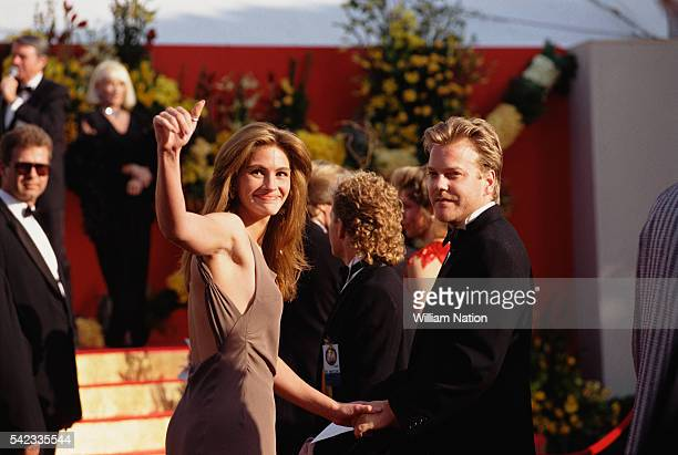 American actress Julia Roberts and her partner actor Kiefer Sutherland attend the 63rd Academy Awards where she is nominated for Best Actress in a...