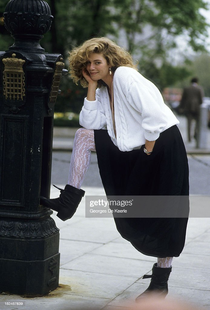 American actress <a gi-track='captionPersonalityLinkClicked' href=/galleries/search?phrase=Kelly+McGillis&family=editorial&specificpeople=673497 ng-click='$event.stopPropagation()'>Kelly McGillis</a> in London, 15th May 1985.