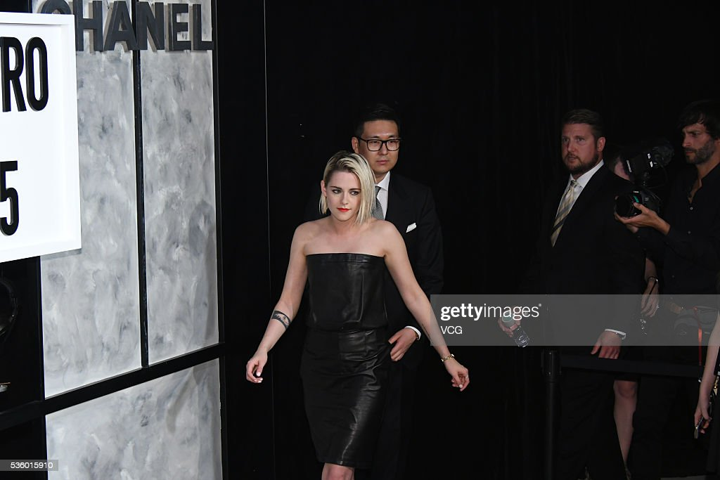 American actress Kristen Stewart arrives at the red carpet of a press conference of Chanel's 'Paris in Rome 2015/16' Metiers d'Art Show on May 31, 2016 in Beijing, China.