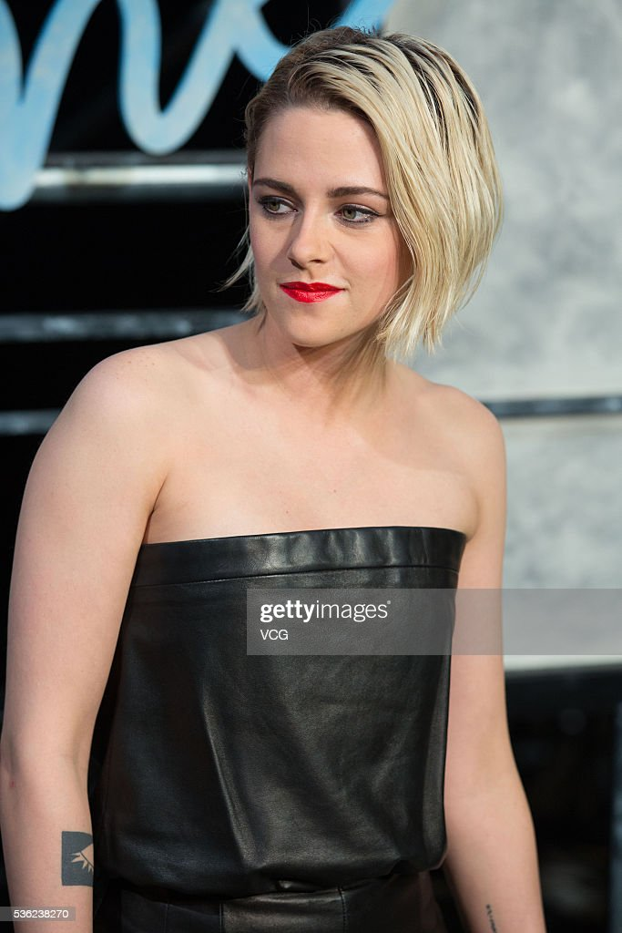 American actress <a gi-track='captionPersonalityLinkClicked' href=/galleries/search?phrase=Kristen+Stewart&family=editorial&specificpeople=2166264 ng-click='$event.stopPropagation()'>Kristen Stewart</a> arrives at the red carpet of a press conference of Chanel's 'Paris in Rome 2015/16' Metiers d'Art Show on May 31, 2016 in Beijing, China.
