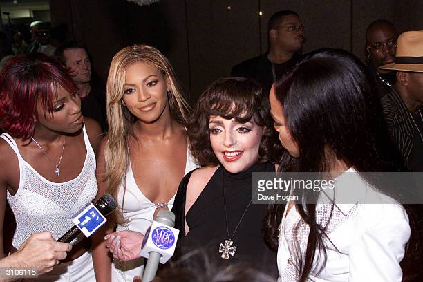 American actress Liza Minnelli and American pop stars Kelly Rowland Beyonce Knowles and Michelle Williams of the pop group 'Destiny's Child' attend...