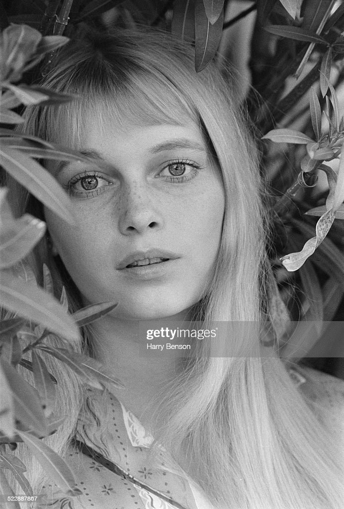 American actress <a gi-track='captionPersonalityLinkClicked' href=/galleries/search?phrase=Mia+Farrow&family=editorial&specificpeople=93764 ng-click='$event.stopPropagation()'>Mia Farrow</a>, 9th November 1964.