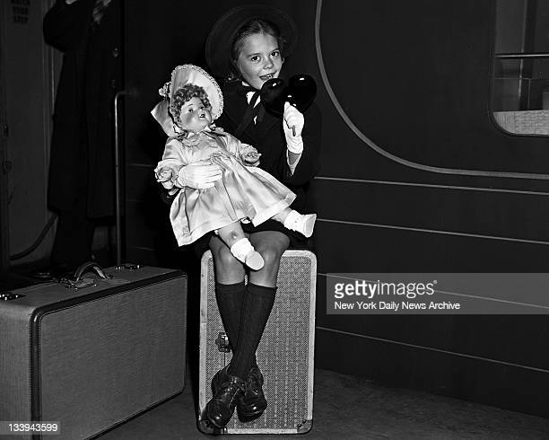 American actress Natalie Wood arrives at Pennsylvania Station New York from Hollywood Sixyearold Wood is in the city for the premiere of her motion...