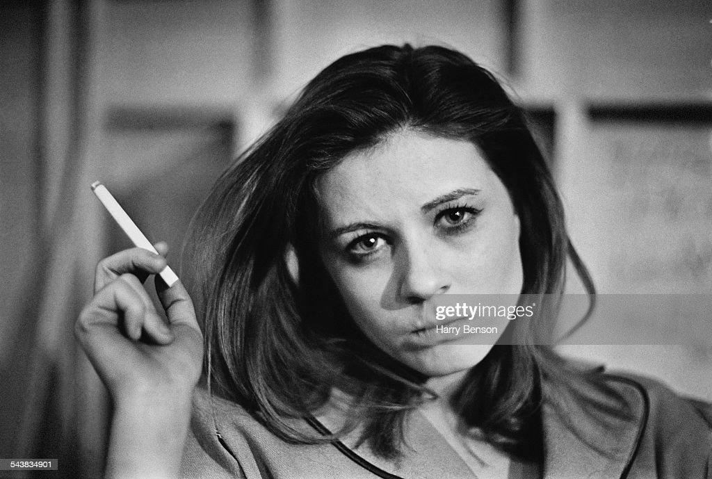 American actress <a gi-track='captionPersonalityLinkClicked' href=/galleries/search?phrase=Patty+Duke&family=editorial&specificpeople=93921 ng-click='$event.stopPropagation()'>Patty Duke</a> taking a break from filming on the set of 'Valley of the Dolls', 24th April 1967.