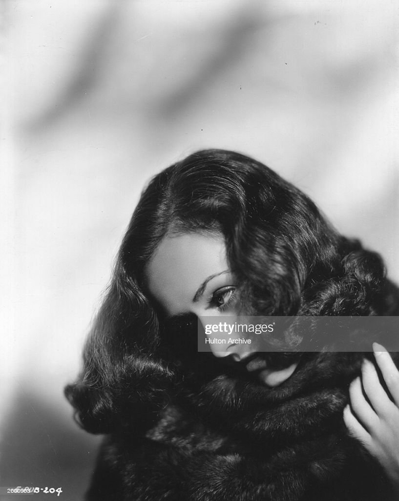 American actress <a gi-track='captionPersonalityLinkClicked' href=/galleries/search?phrase=Paulette+Goddard&family=editorial&specificpeople=207156 ng-click='$event.stopPropagation()'>Paulette Goddard</a> (1911-1990), the leading lady in the new Charlie Chaplin film 'Modern Times' and wife of Chaplin from 1935 to 1942.