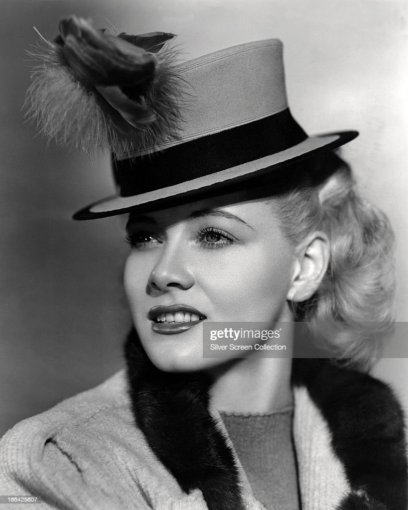 American actress <a gi-track='captionPersonalityLinkClicked' href=/galleries/search?phrase=Penny+Singleton&family=editorial&specificpeople=993662 ng-click='$event.stopPropagation()'>Penny Singleton</a> (1908 - 2003) as comic strip heroine Blondie Bumstead in 'Blondie Takes a Vacation', directed by Frank Strayer, 1939.