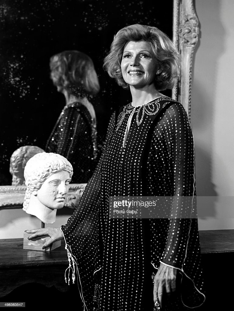 American actress <a gi-track='captionPersonalityLinkClicked' href=/galleries/search?phrase=Rita+Hayworth&family=editorial&specificpeople=70013 ng-click='$event.stopPropagation()'>Rita Hayworth</a> (1918 - 1987), Los Angeles, 1978.