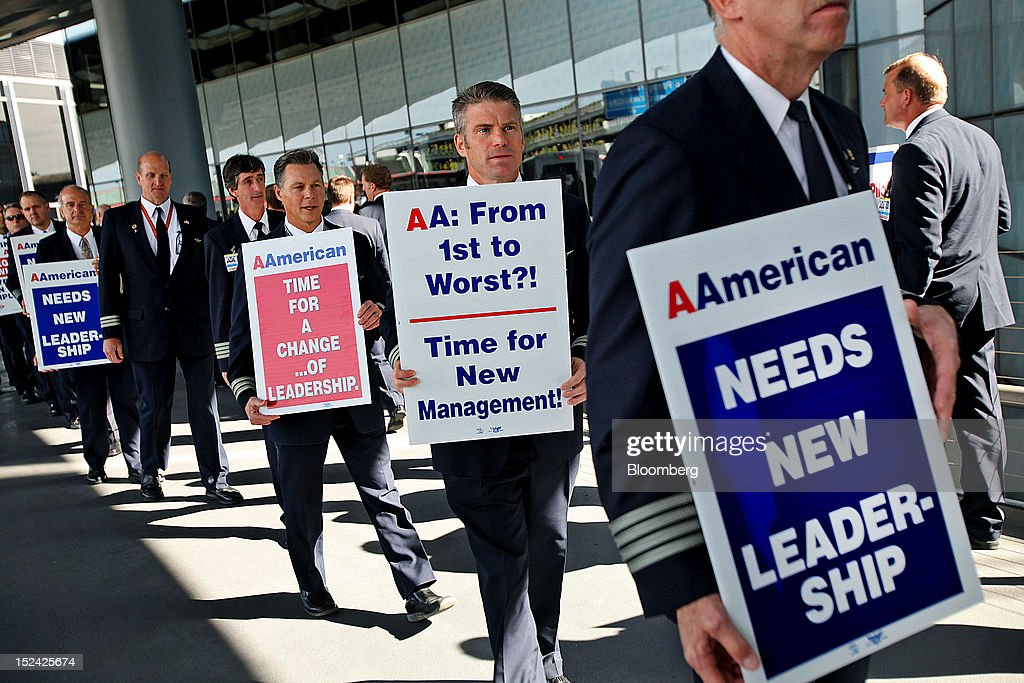 American Airlines Inc. pilots and supporters picket at O'Hare International Airport in Chicago, Illinois, U.S., on Thursday, Sept. 20, 2012. American Airlines' on-time performance tumbled to 54 percent amid flight cancellations and delays that the carrier blames on a pilot shortage and increased maintenance issues. Photographer: Tim Boyle/Bloomberg via Getty Images