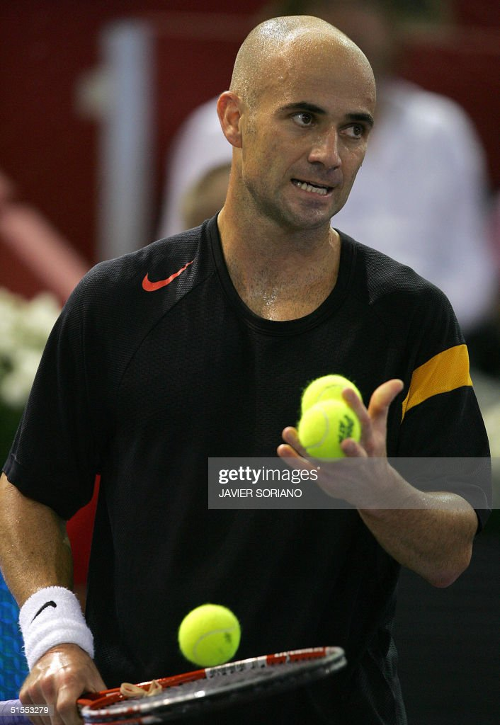 American Andre Agassi reacts after losing a point against Russian Marat Safin during their tennis Masters Series semi-final match in Madrid 23 October 2004. Safin won 6-3, 7-6, (7-4). AFP PHOTO/ Javier SORIANO
