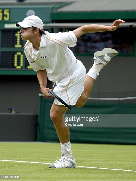 American Andy Roddick makes it to the second round at Wimbledon with a 62 63 63 win over Italian Davide Sanguinetti in less than 90 minutes on Court
