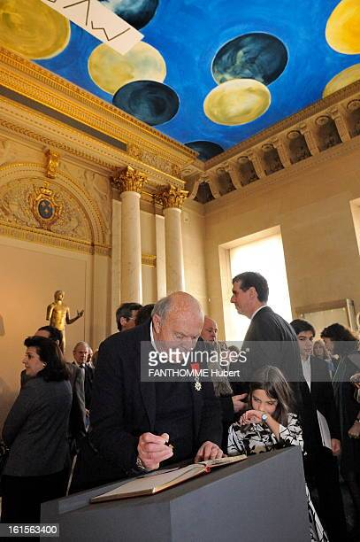 American Artist Cy Twombly Repaint The Ceiling Of Antique Bronze Room In The Louvre Paris March 23 2010 The American artist Cy TWOMBLY painted for...