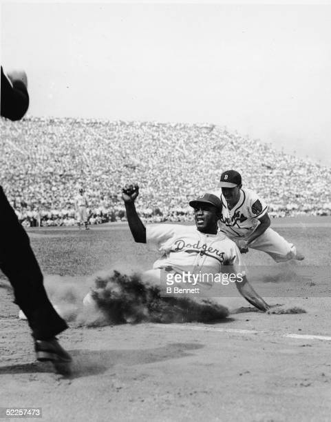 American baseball player Jackie Robinson of the Brooklyn Dodgers is caught off 1st base by Boston Braves first baseman Frank McCormick during the...