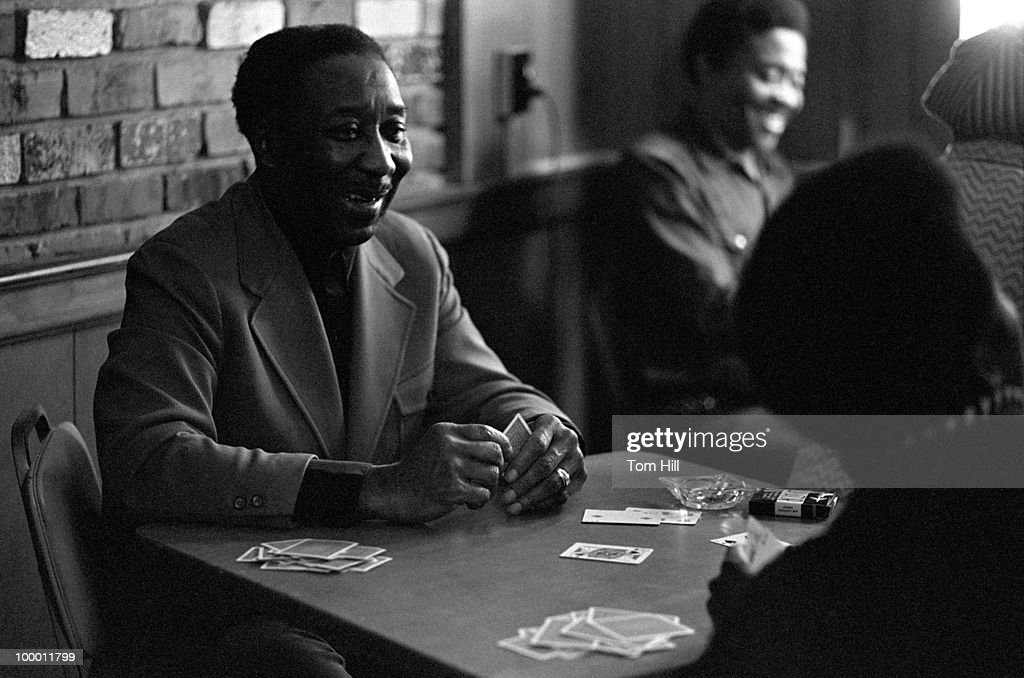 Muddy Waters, playing cards with band members