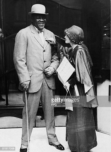 American boxer Jack Johnson the world heavyweight champion is tagged with a forgetmenot during a 'Tag Day' sales benefit of the flowers for the Music...
