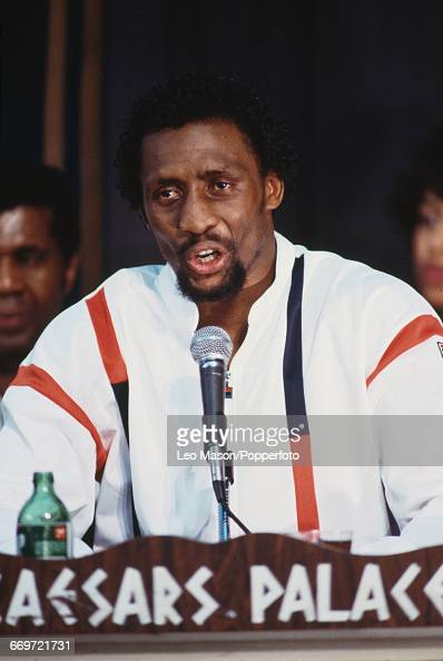 American boxer Thomas Hearns appears at a press conference prior to his middleweight championship fight nicknamed 'The War' with Marvelous Marvin...