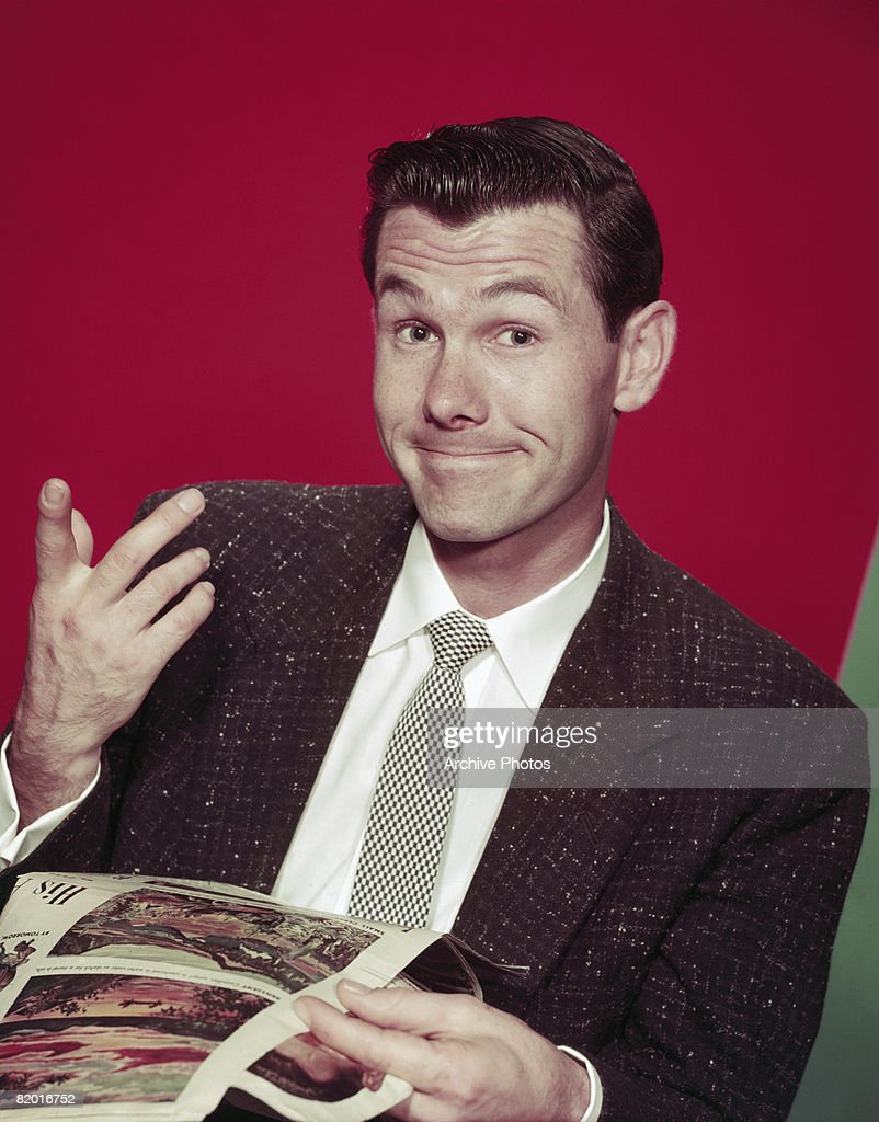 American comedian and television presenter <a gi-track='captionPersonalityLinkClicked' href=/galleries/search?phrase=Johnny+Carson&family=editorial&specificpeople=206990 ng-click='$event.stopPropagation()'>Johnny Carson</a> (1925 - 2005), circa 1960.