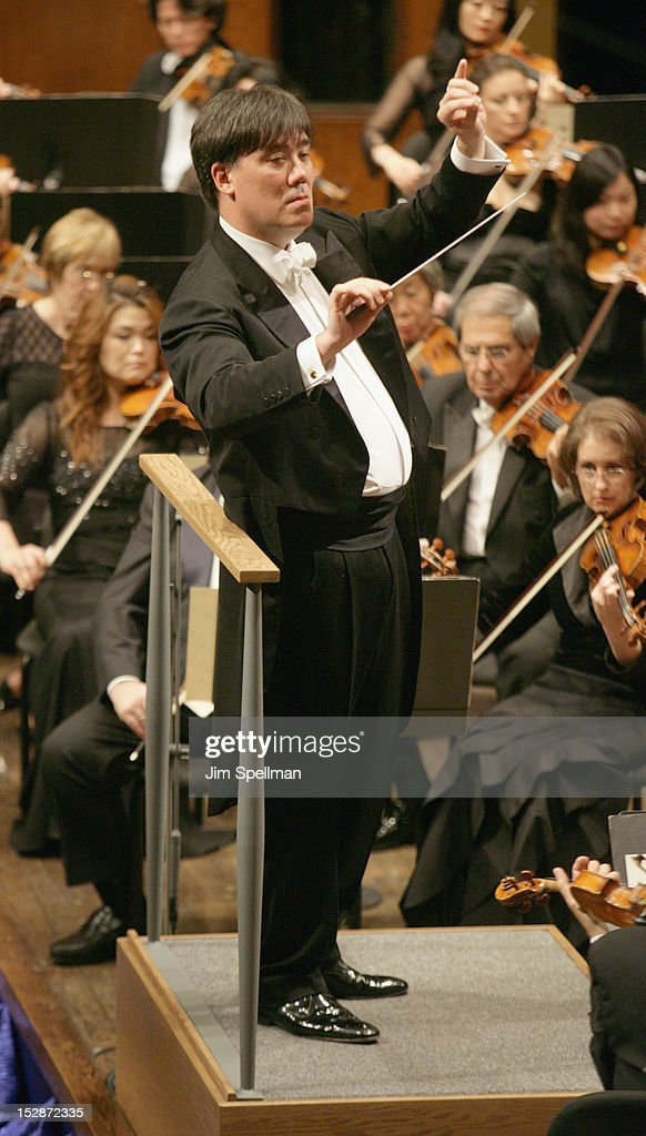 American conductor and violinist Alan Gilbert attends the New York Philharmonic 171st Season Opening Night Gala at Avery Fisher Hall at Lincoln Center for the Performing Arts on September 27, 2012 in New York City.