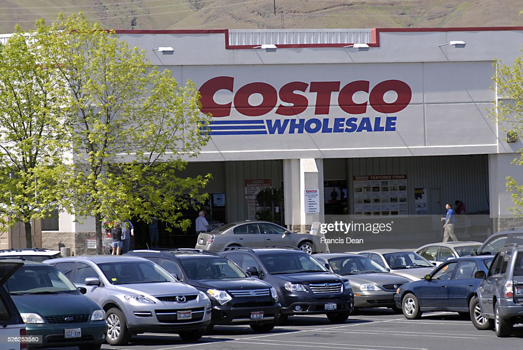 American consumers at Costco wholesale store 12 May 2011 | Location CLARSKTON WASHINGTON STATE UNITED STATES OF AMERICA