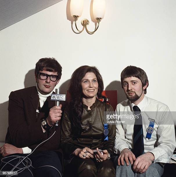 American country music singersongwriter Loretta Lynn with BBC journalists David Allen and Stephen West at the International Festival of Country and...