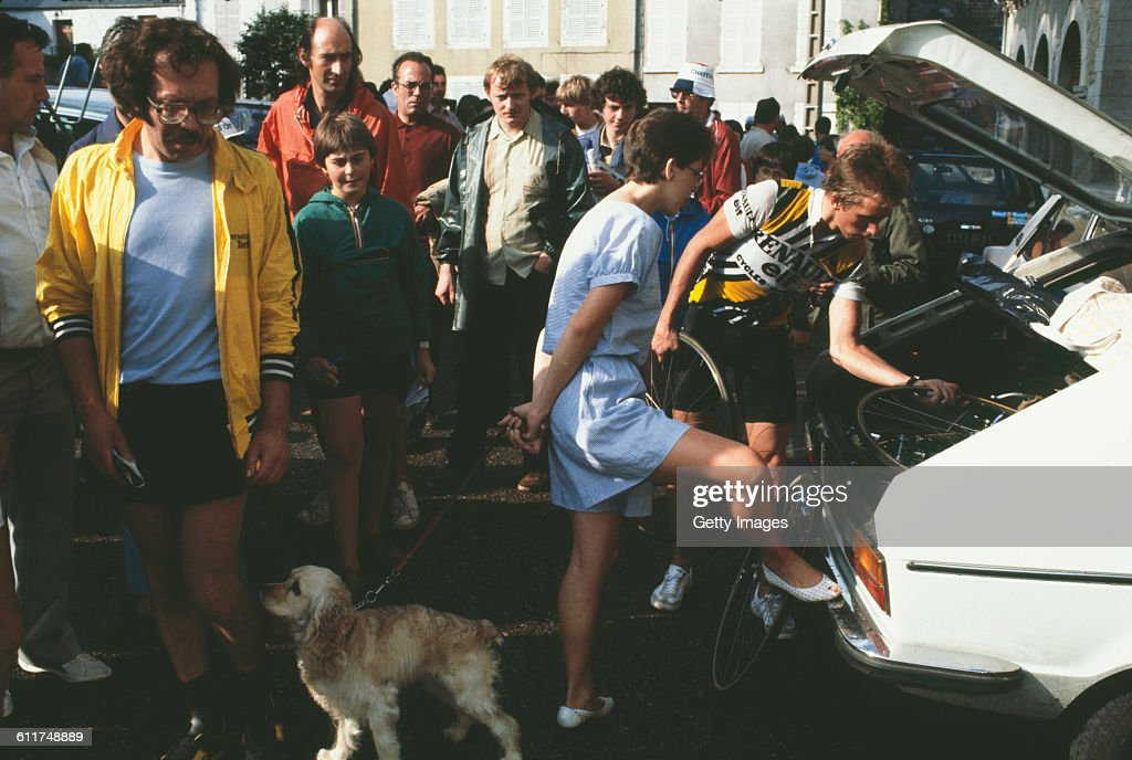 American cyclist <a gi-track='captionPersonalityLinkClicked' href=/galleries/search?phrase=Greg+LeMond&family=editorial&specificpeople=504953 ng-click='$event.stopPropagation()'>Greg LeMond</a> (right) in Château-Chinon, Nièvre, France during the Critérium de Château-Chinon road race, circa 1982.