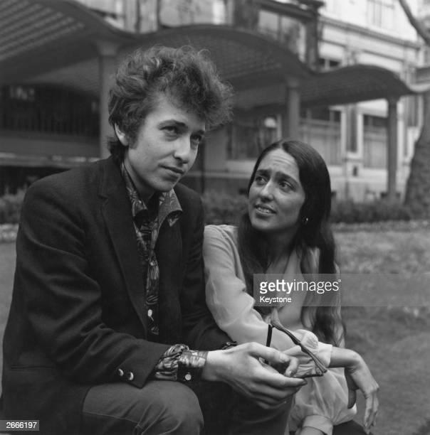 American electric folk hero Bob Dylan and singer songwriter Joan Baez in Embankment Gardens London