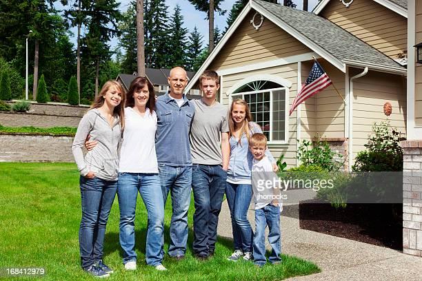 Americana família de seis em Casa