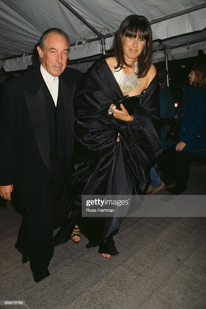 American fashion designer <a gi-track='captionPersonalityLinkClicked' href=/galleries/search?phrase=Donna+Karan+-+Fashion+Designer&family=editorial&specificpeople=4206478 ng-click='$event.stopPropagation()'>Donna Karan</a> with her husband Stephan Weiss (1983 - 2001) attend the Costume Institute Gala at the Metropolitan Museum of Art, New York City, USA, circa 1996.